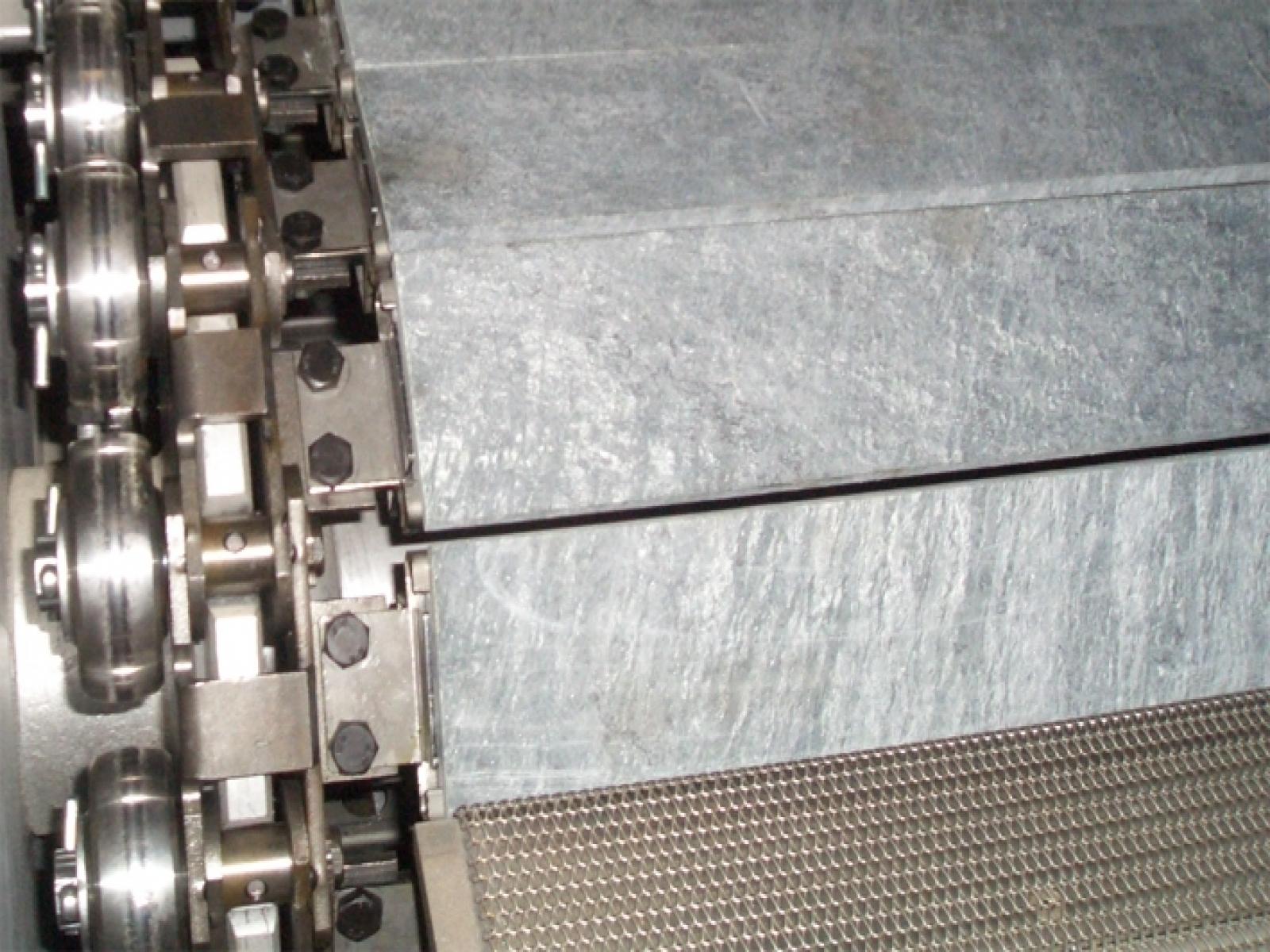 Stone conveyor cyclothermic oven